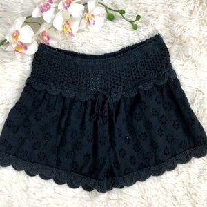 Surf Gypsy Black Eyelet Shorts scalloped Size M